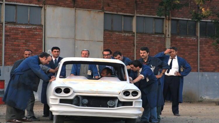Bu resim, devrim arabalarının filminden alınmıştır.