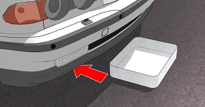 Sızan yakıtı toplamak için aracın altına bir kap yerleştirin.